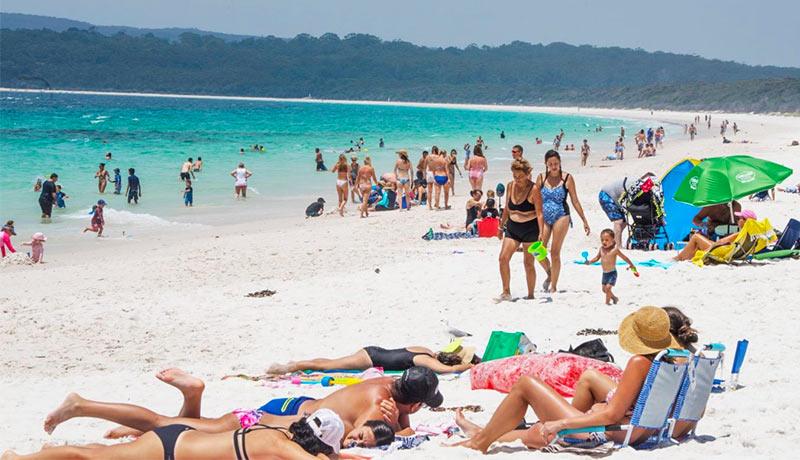 туристы пляжники