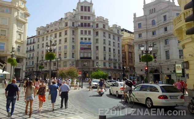 На фото улицы Гранады в Испании
