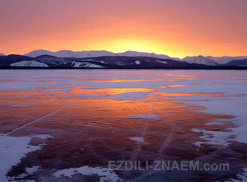 Зимний Байкал. Прощальный закат вблизи села Байкальское.