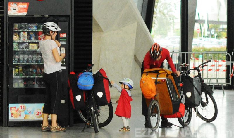 Велосипедисты в Лионе (Франция, Европа)