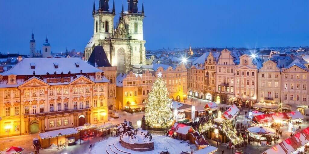 На фото: новогодние праздники в Праге