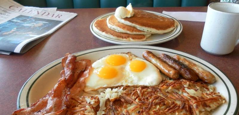 Большие порции еды в фаст-фудах Америки