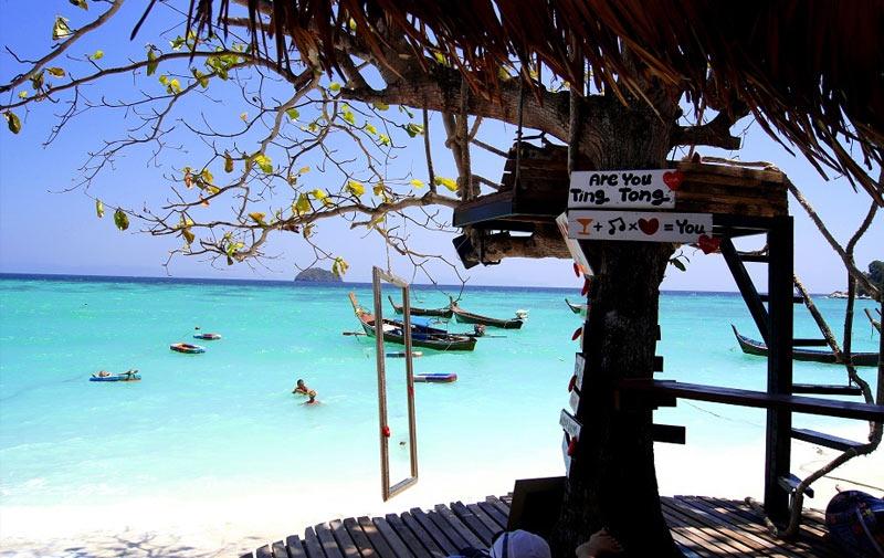 Один из пляжных баров на Ко-Липе