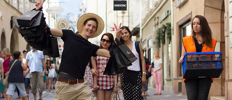 Туристы много сил тратят на шопинг