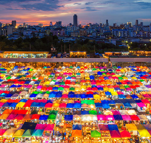 Рынок Чатучак вечером. Бангкок