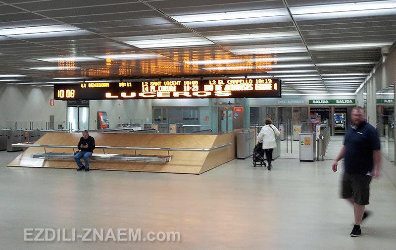Станция Luceros в Аликанте - конечная остановка трамвая L1