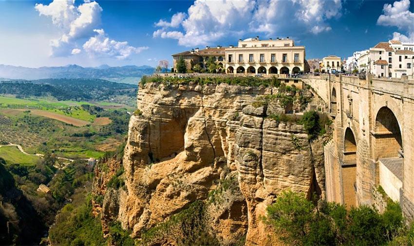Ронда - красивейший город на скале в Испании