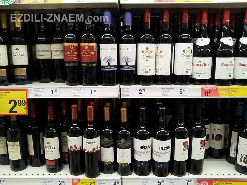 На фото цены на вино в Испании