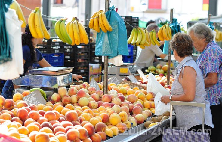 На рынке в городе Фигерас, Испания