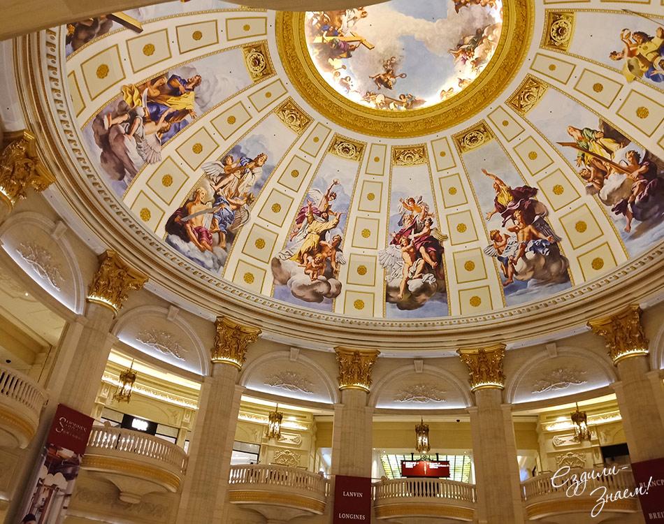 """Потолок в холле отеля """"The Parisian"""", Макао"""