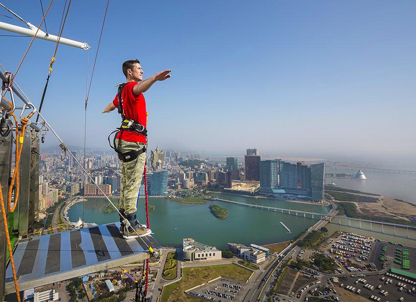 посмотреть на Макао с высоты можно с башни Macau Tower