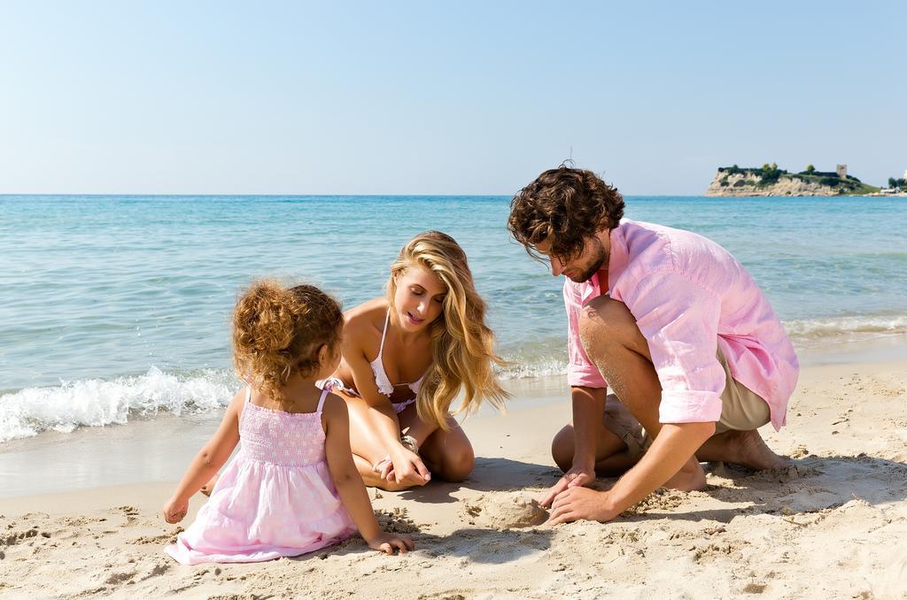 На пляже отеля Sani Beach, Кассандра, Греция