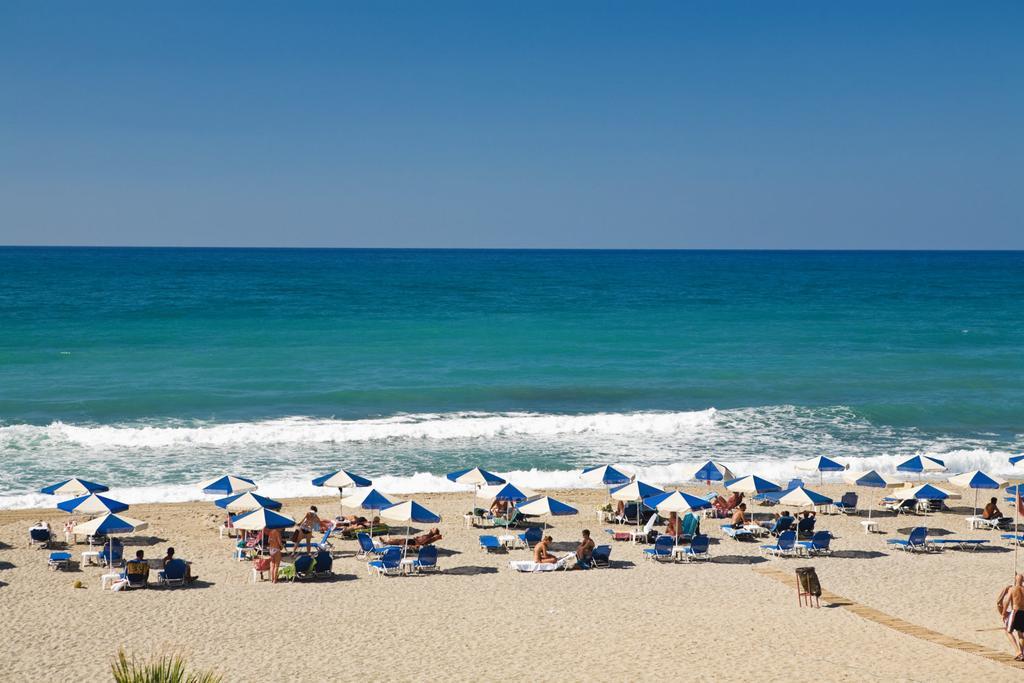 Пляж в Ретимно, отель Iperion Beach Hotel