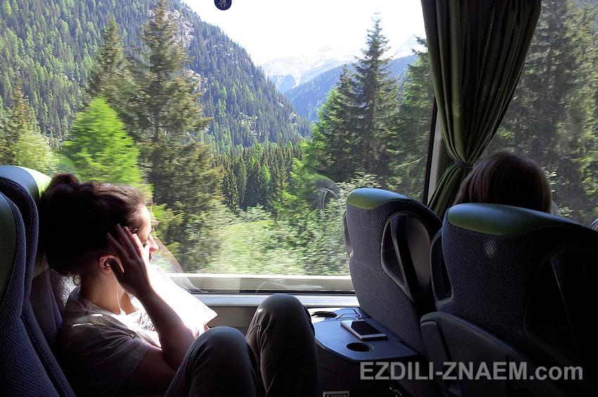 Туристка в автобусе Flixbus