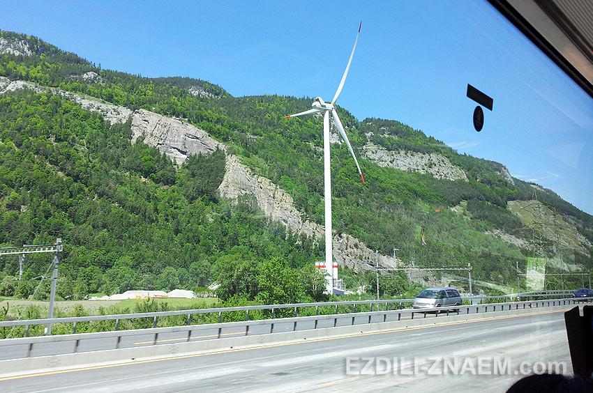 Ветрогенераторы вдоль дороги