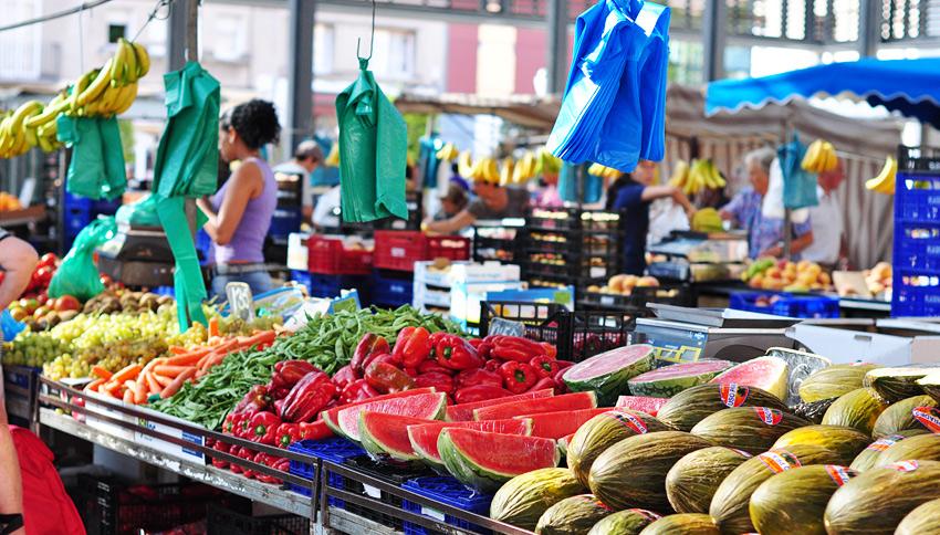 На рынке в Испании