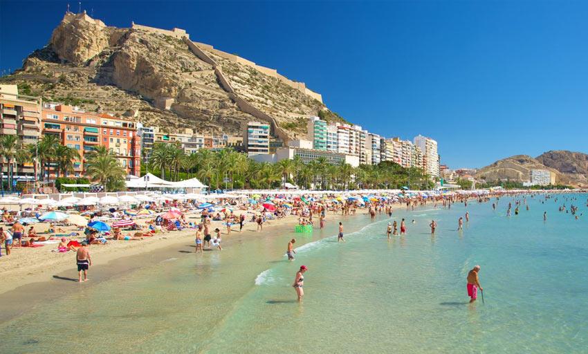Городской пляж Постигет в Аликанте