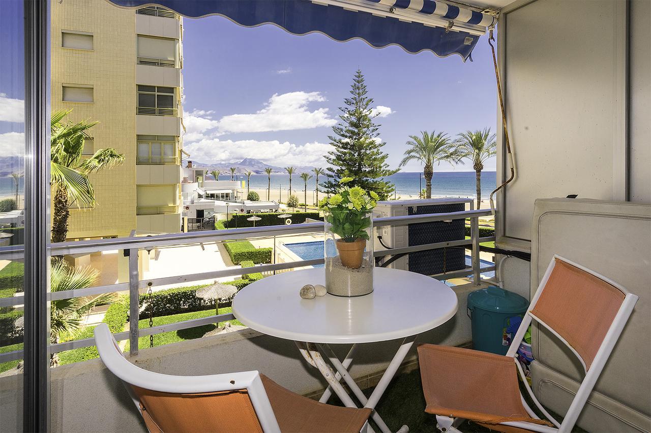 Вид на пляж Сан Хуан из апартаментов