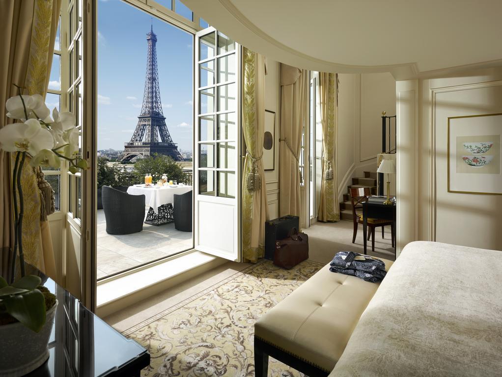 Shangri-La Paris - отель в Париже с видом на Эйфелеву башню