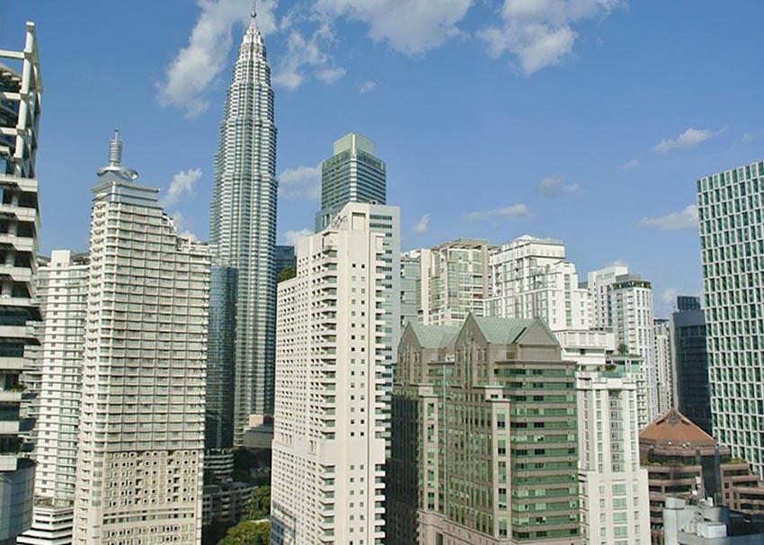 """На фото: вид на Петронасы из отеля """"Shangri-La"""" в Куала Лумпур"""