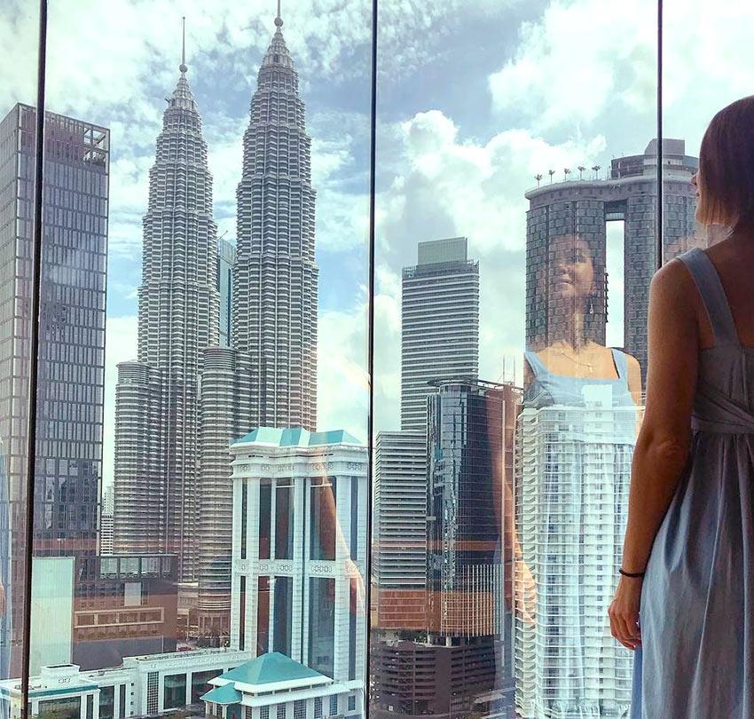 """На фото: вид на башни Петронас из отеля """"Renaissance"""". Куала Лумпур"""