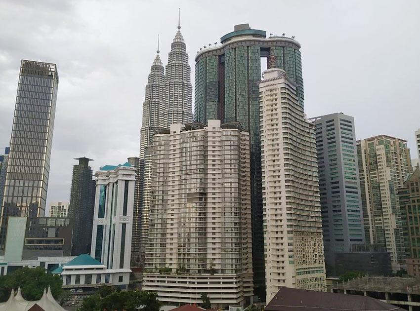 """На фото: вид из отеля """"Конкорд"""" на башни Петронас. Куала Лумпур"""