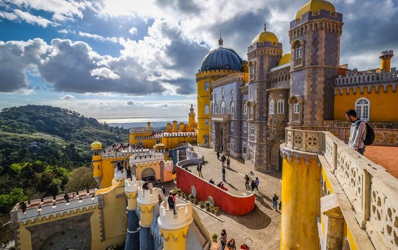 дворец в Синтре (Португалия, Европа)