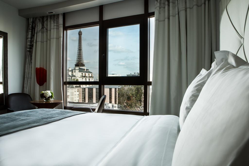 ОтельLe Parisis в Париже с видом на знаменитую башню