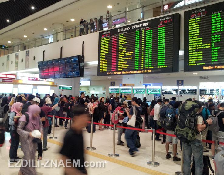 На автобусе из Куала Лумпур в Мелакку. Внутри терминала TBS