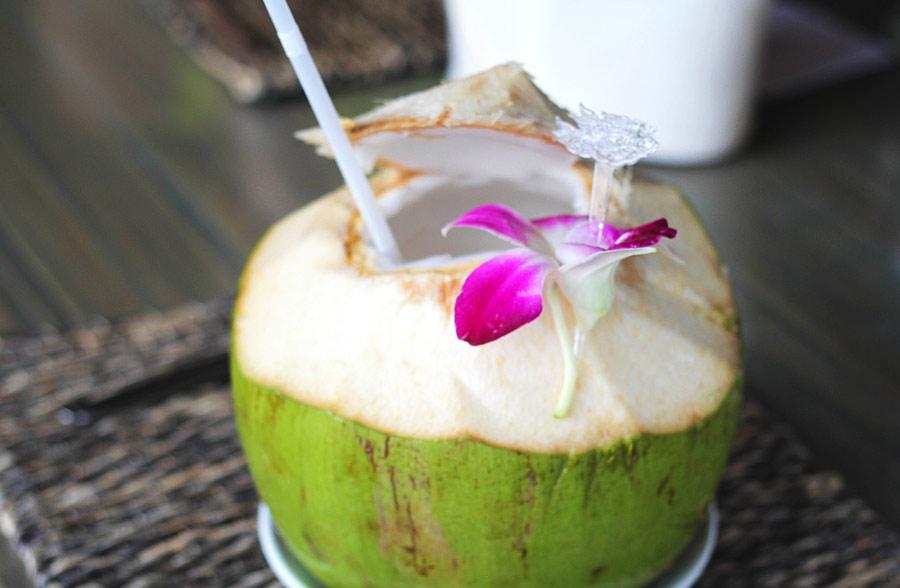 Свежее кокосовое молоко
