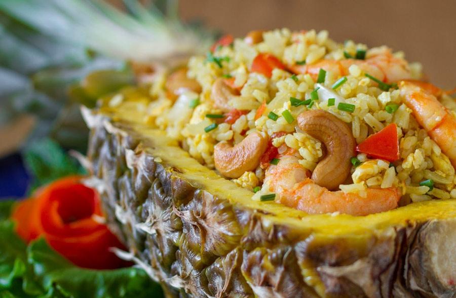 Рис в ананасе с морепродуктами