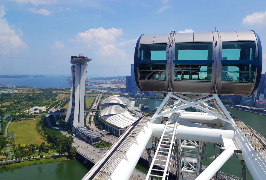 Вид на Сингапур с колеса обозрения Singapore Flyer