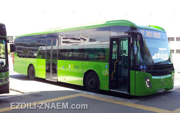 Автобус на конечно остановке автовокзала в Санта-Крузе, Тенерифе