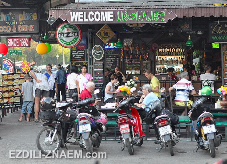 Один из популярных баров в старом Чиангмае