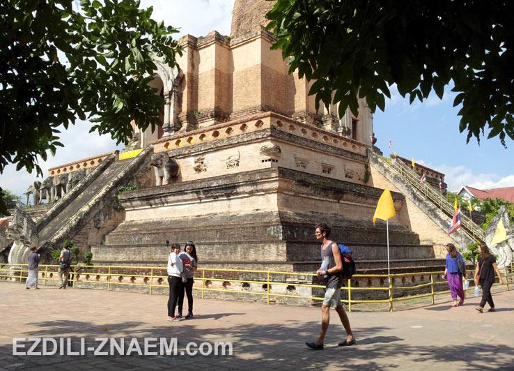 Храм Чеди Луанг в Чиангмае
