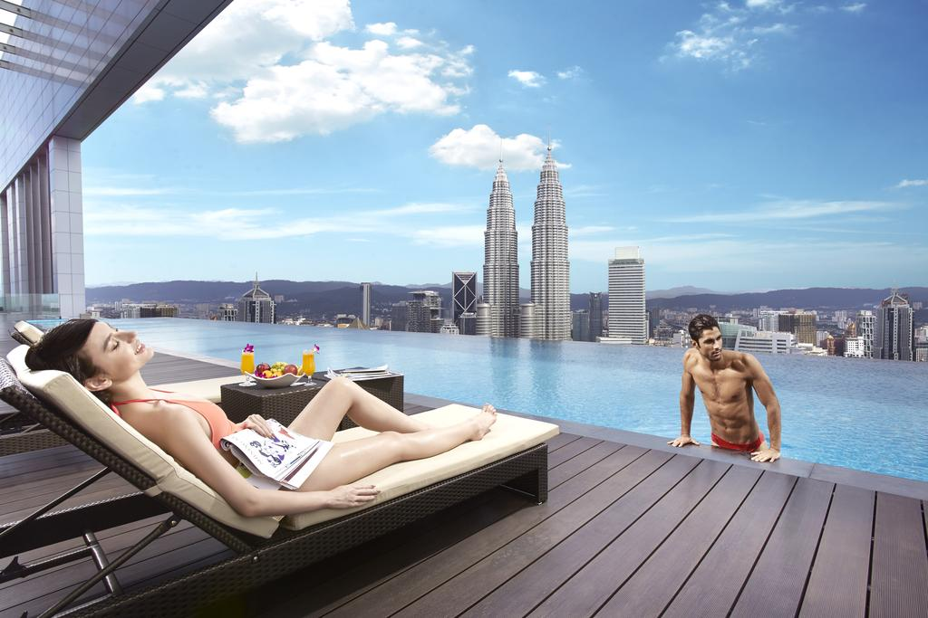 THE FACE Suites - отель с бассейном на крыше в Куала Лумпур