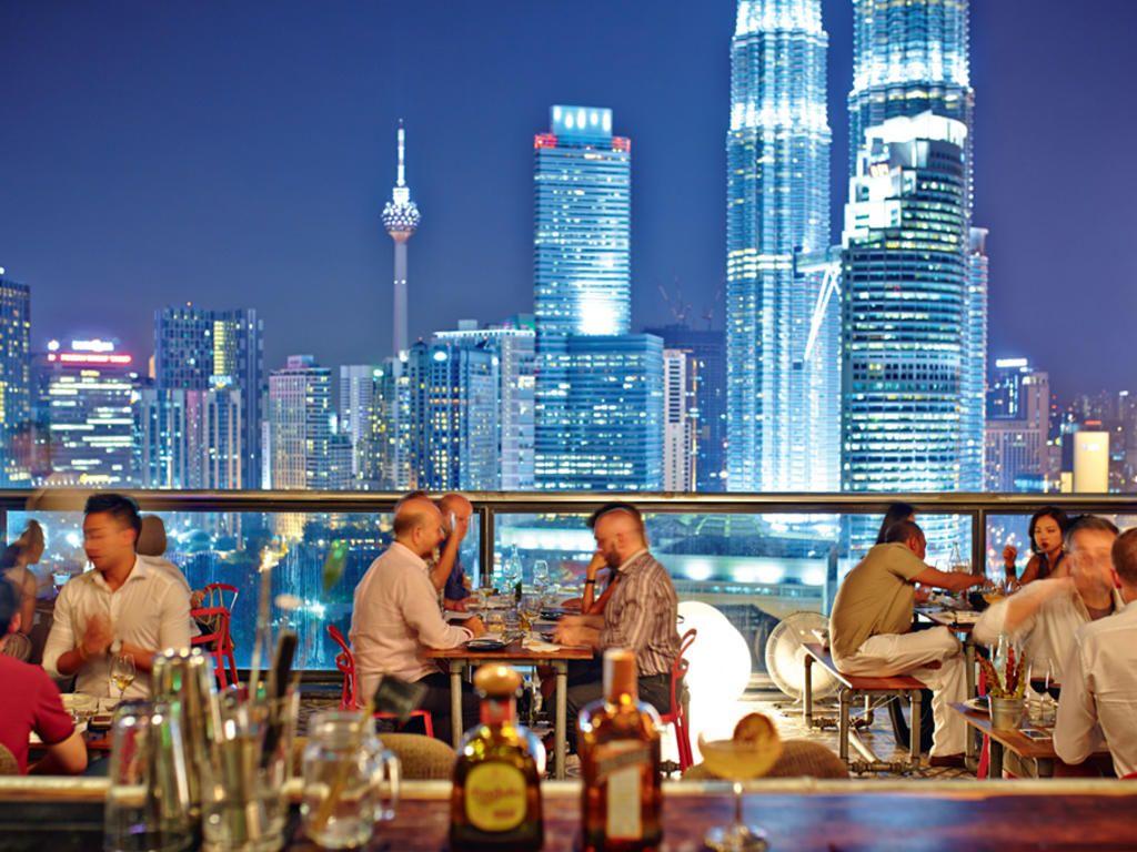Скай ресторан Fuego с красивым видом на Куала-Лумпур