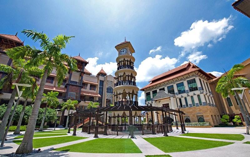 Отель Pullman Putrajaya Lakeside