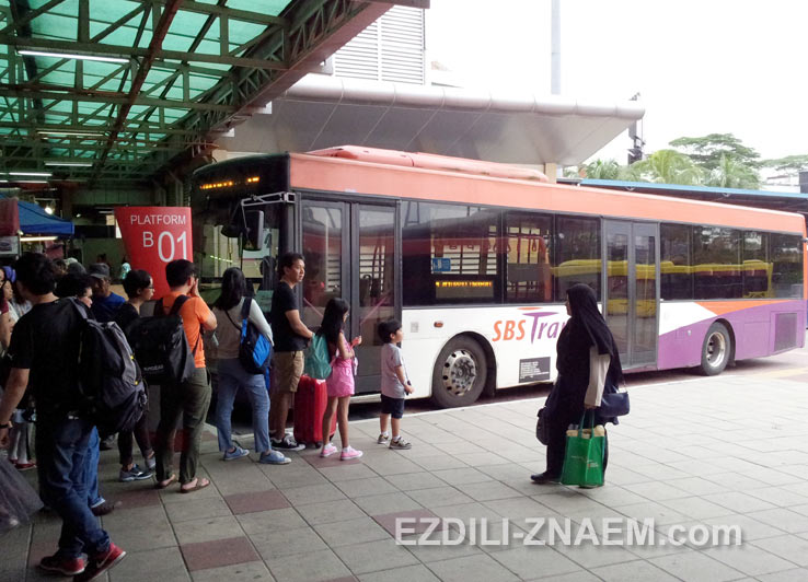 Автобус SBS Transit номер 170 идет в Сингапур, через пограничный контроль
