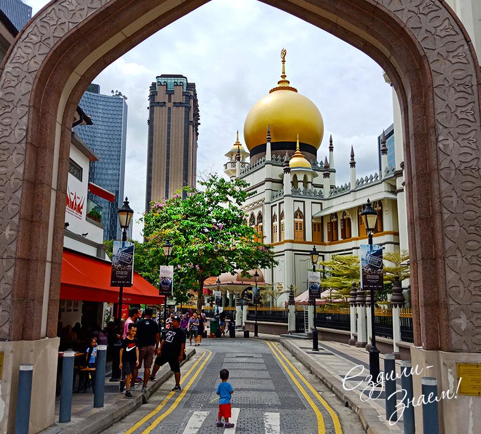 Мечеть Султана на фоне небоскребов