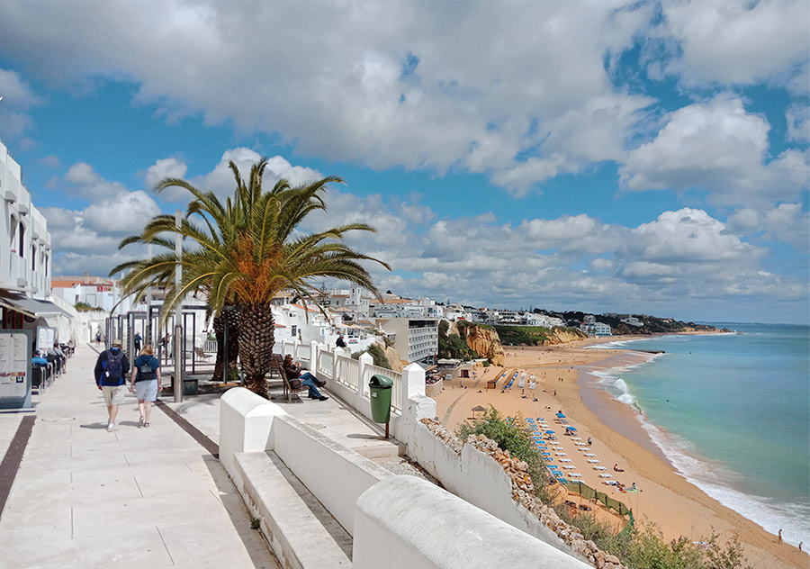Пляж и прогулочная улица в Альбуфейре