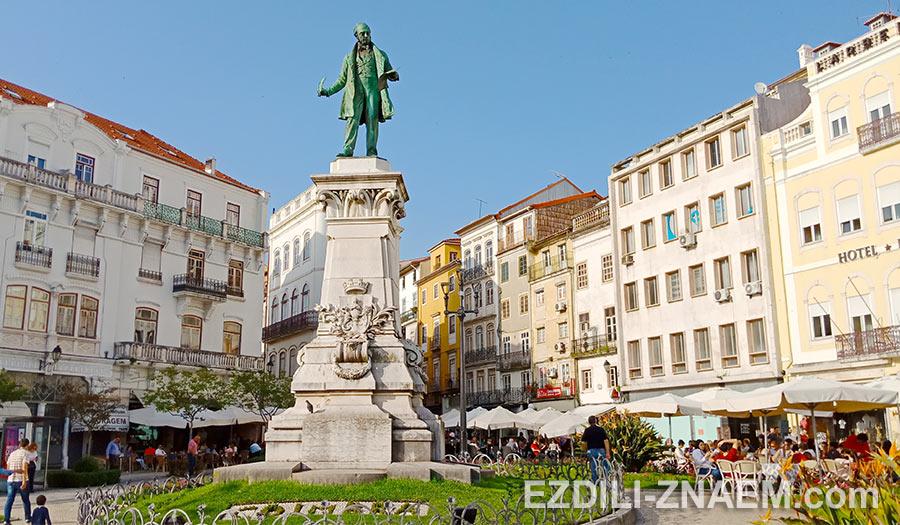 Популярная площадка Largo da Portagem в Коимбре