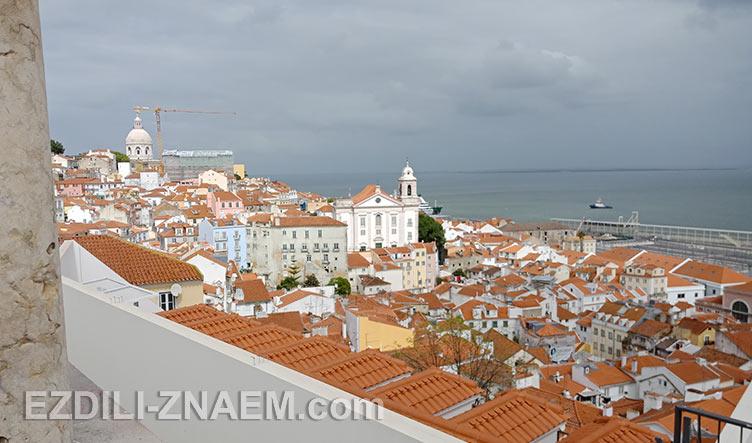 Вид с обзорной площадки Miradouro de Santa Luzia