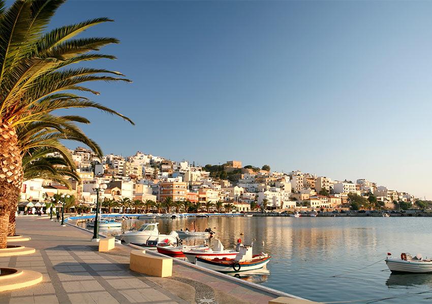 в мае сезон на острове Крит только открывается. Можно отлично отдохнуть у моря