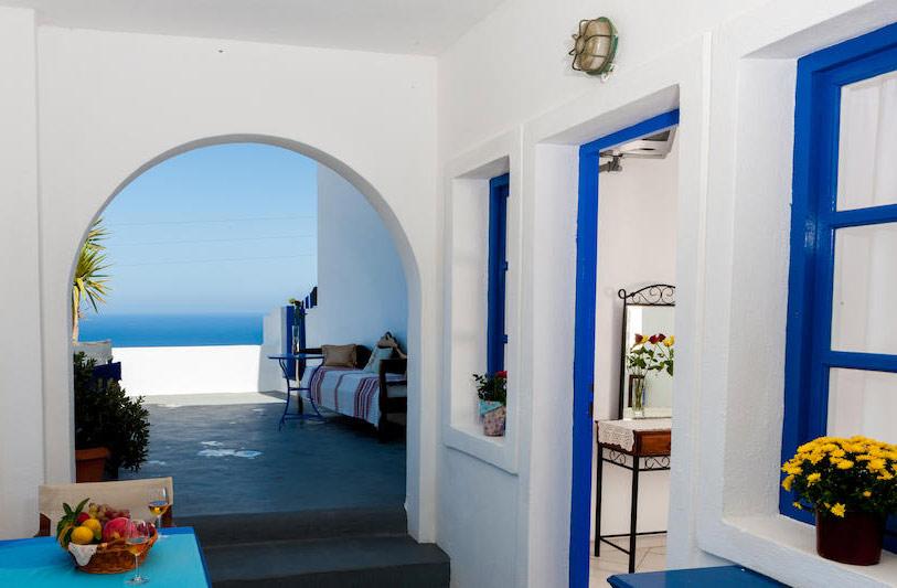 Комплекс Georgis - недорогие апартаменты на Санторини, рядом с Ия