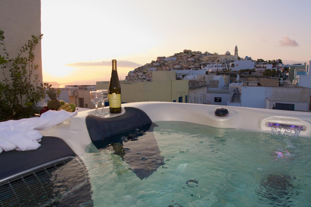Недорогой отель Tataki на Санторини, в центре Фира