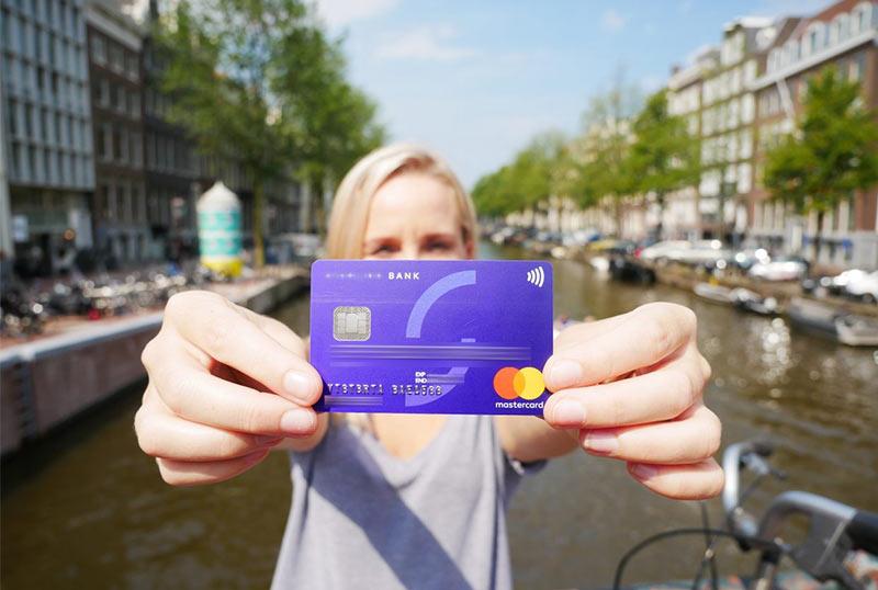 Какая банковская карта лучше для путешествий?