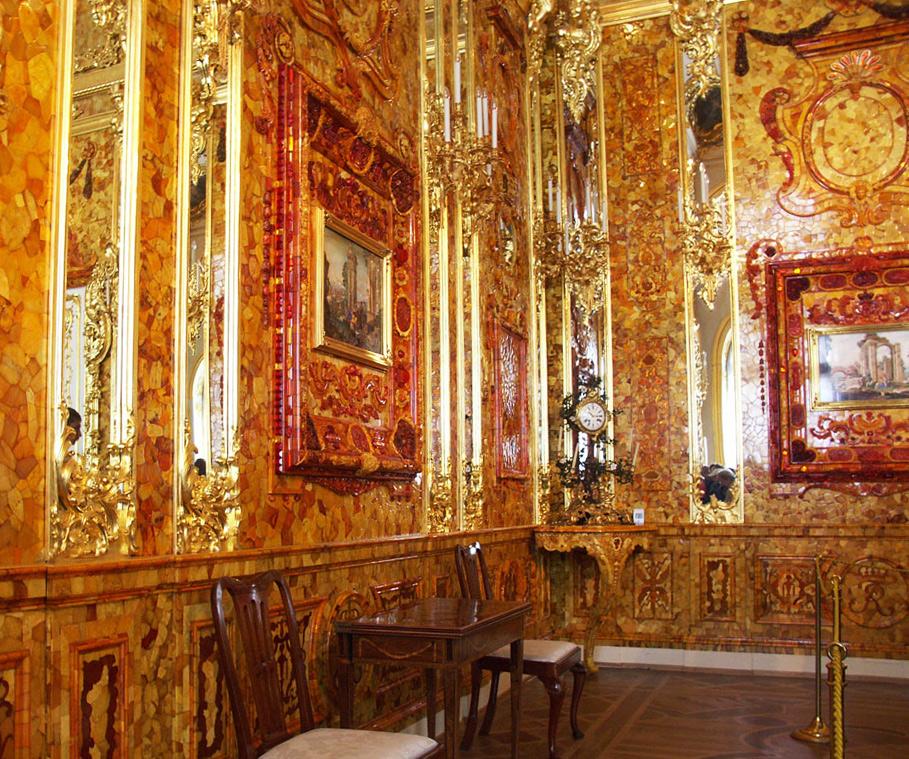 Янтарная комната выполнена из калининградского янтаря