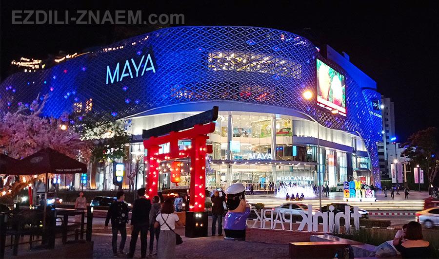 """Вид на торговый центр """"Майя"""" в начале улицы Нимман, Чианг Май, Таиланд"""