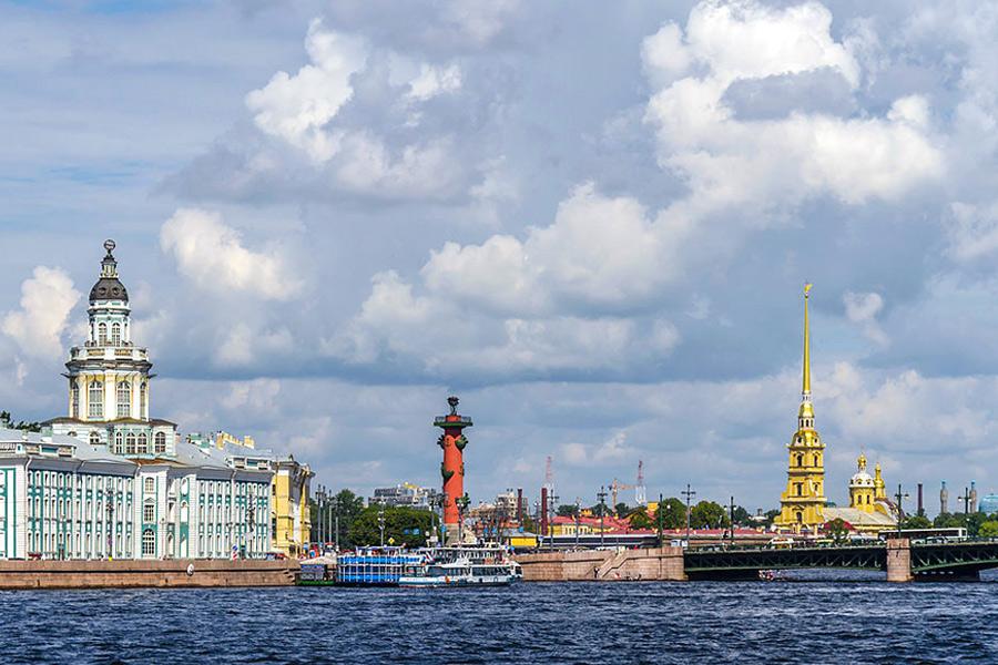 Кунсткамера, Ростральные колонны в Санкт-Петербурге